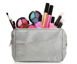 IQ Toys Kids Washable Makeup Set with Glitter Cosmetic Bag: $12.99 (was$17.99)